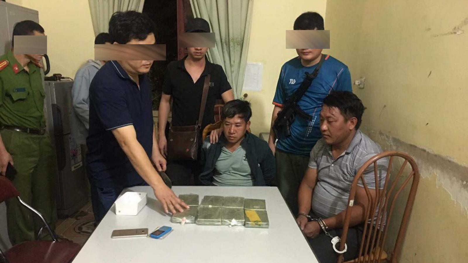 Bị bắt giữ khi mang 8 bánh heroin từ Điện Biên về Yên Bái tiêu thụ