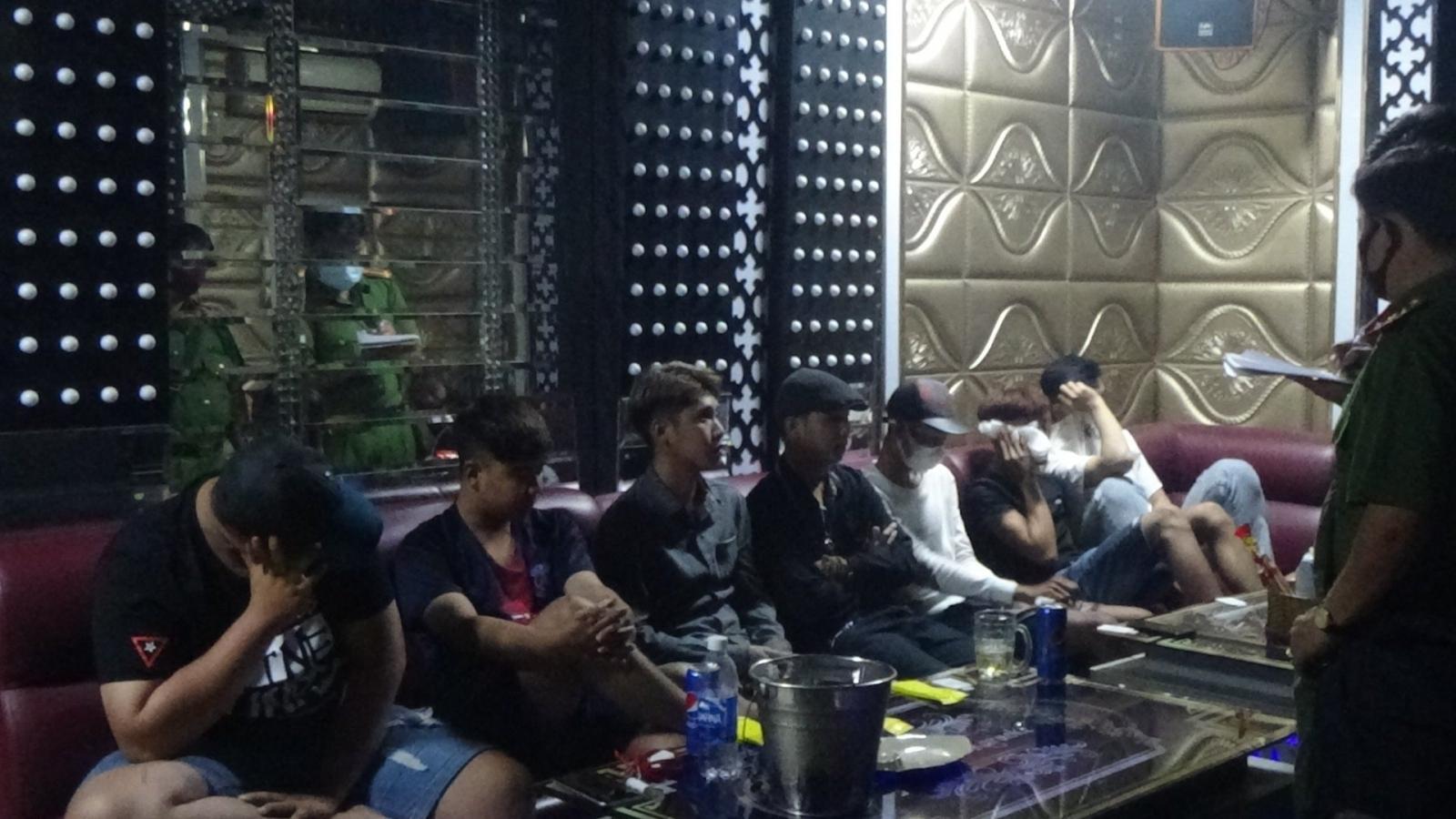 """Thêm một quán karaoke ở Tiền Giang là """"động ma túy"""" của dân chơi"""