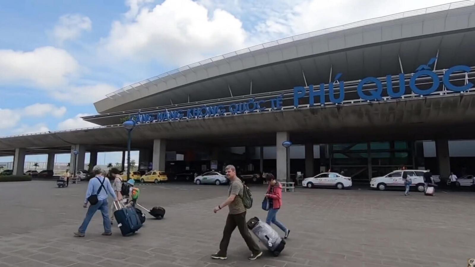 """Nguy cơ ùn tắc sân bay dịp nghỉ lễ 30/4: Nội Bài, Phú Quốc là """"điểm nóng"""""""