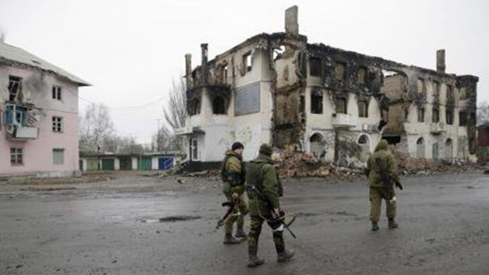 """Tình hình miền Đông Ukraine """"nóng"""" lên, Nga và phương Tây """"lời qua tiếng lại"""""""