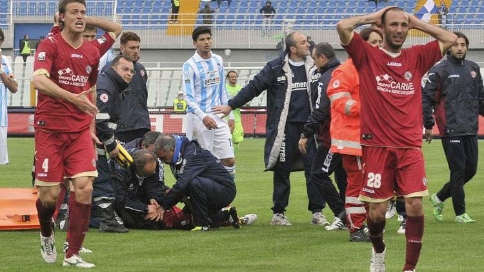 Ngày này năm xưa: Cầu thủ Italy qua đời khi gục ngã trên sân
