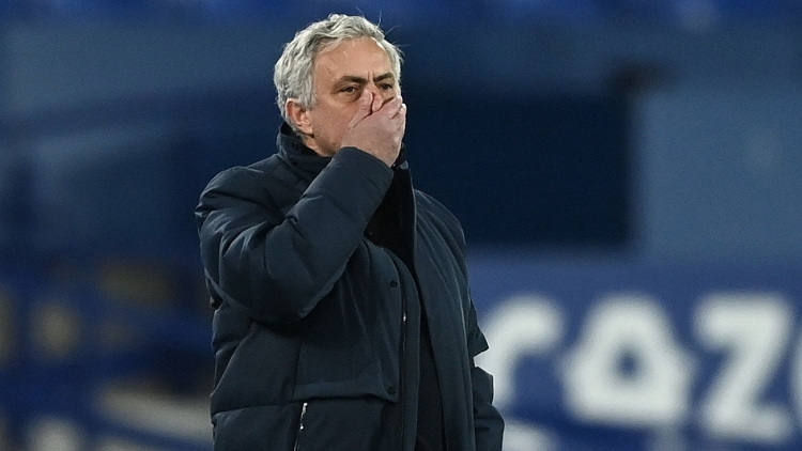 Tottenham bất ngờ sa thải HLV Mourinho
