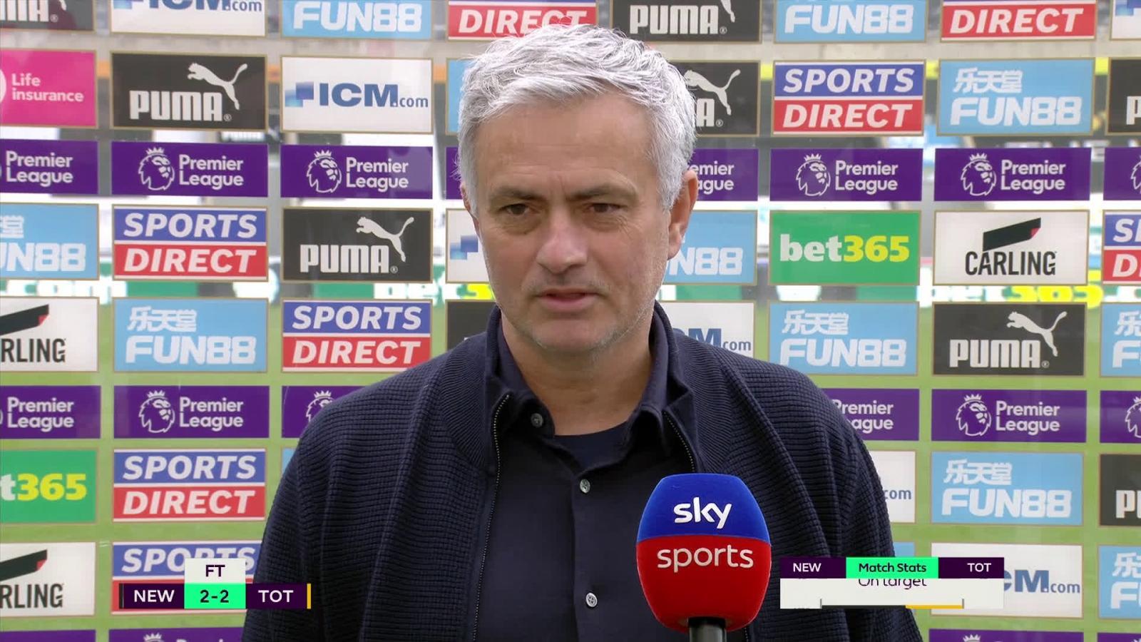 Lỡ cơ hội vào top 4, Mourinho đáp trả đanh đá trước câu hỏi xoáy