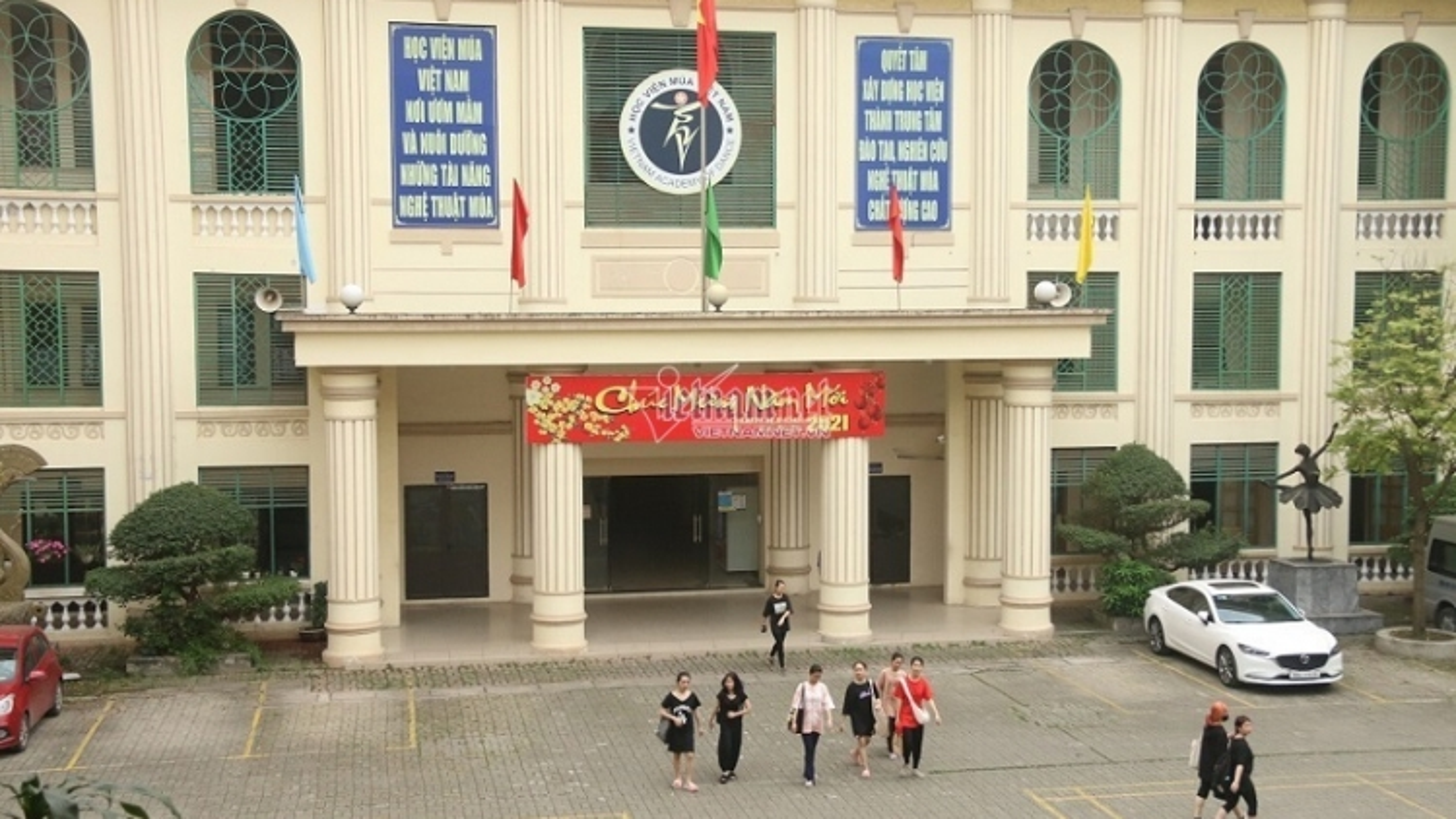"""Cảnh báo Học viện múa Việt Nam """"quên"""" đề xuất cấp bằng học sinh lớp 9"""