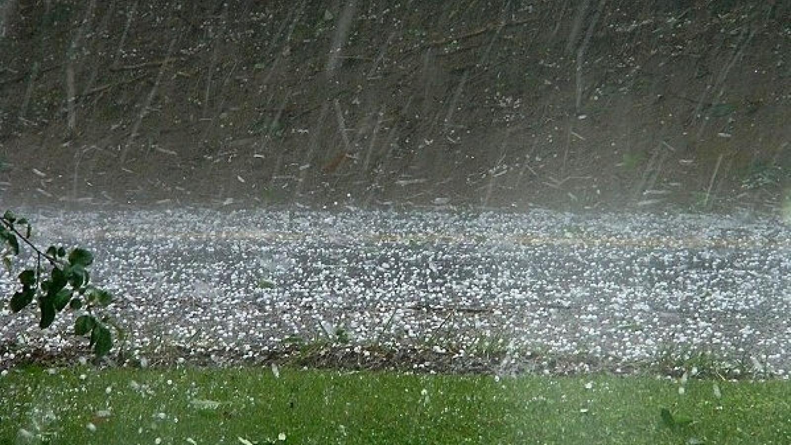 Đêm nay (18/4), Hà Nội có mưa giông, có khả năng xảy ra lốc, sét