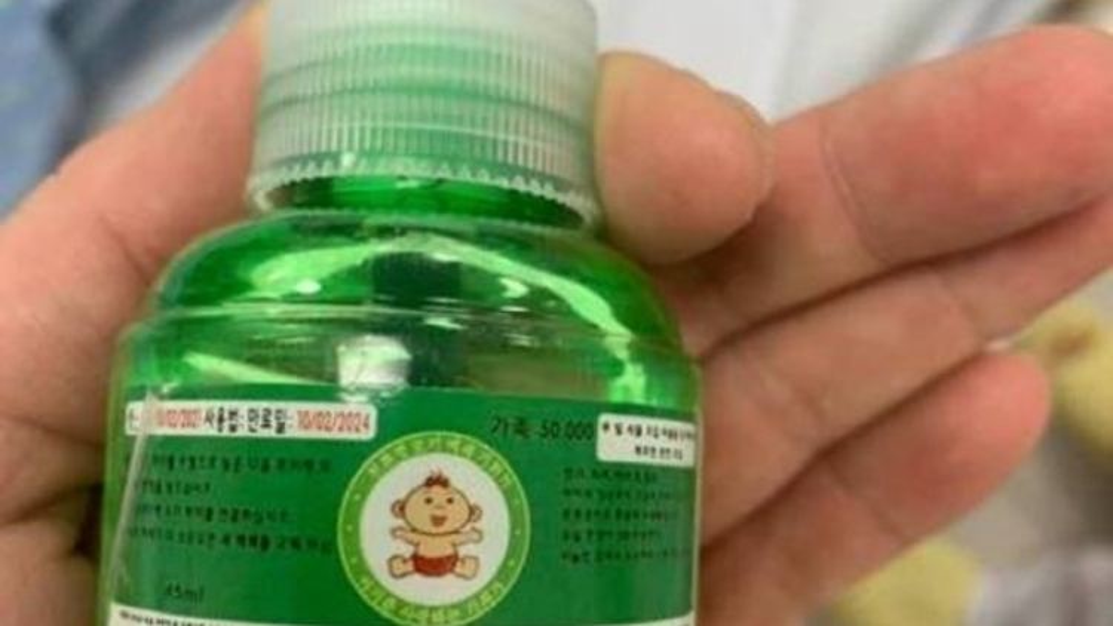 Tinh dầu đuổi muỗi khiến 4 người ở Hoà Bình nhập viện chứa thuốc trừ sâu