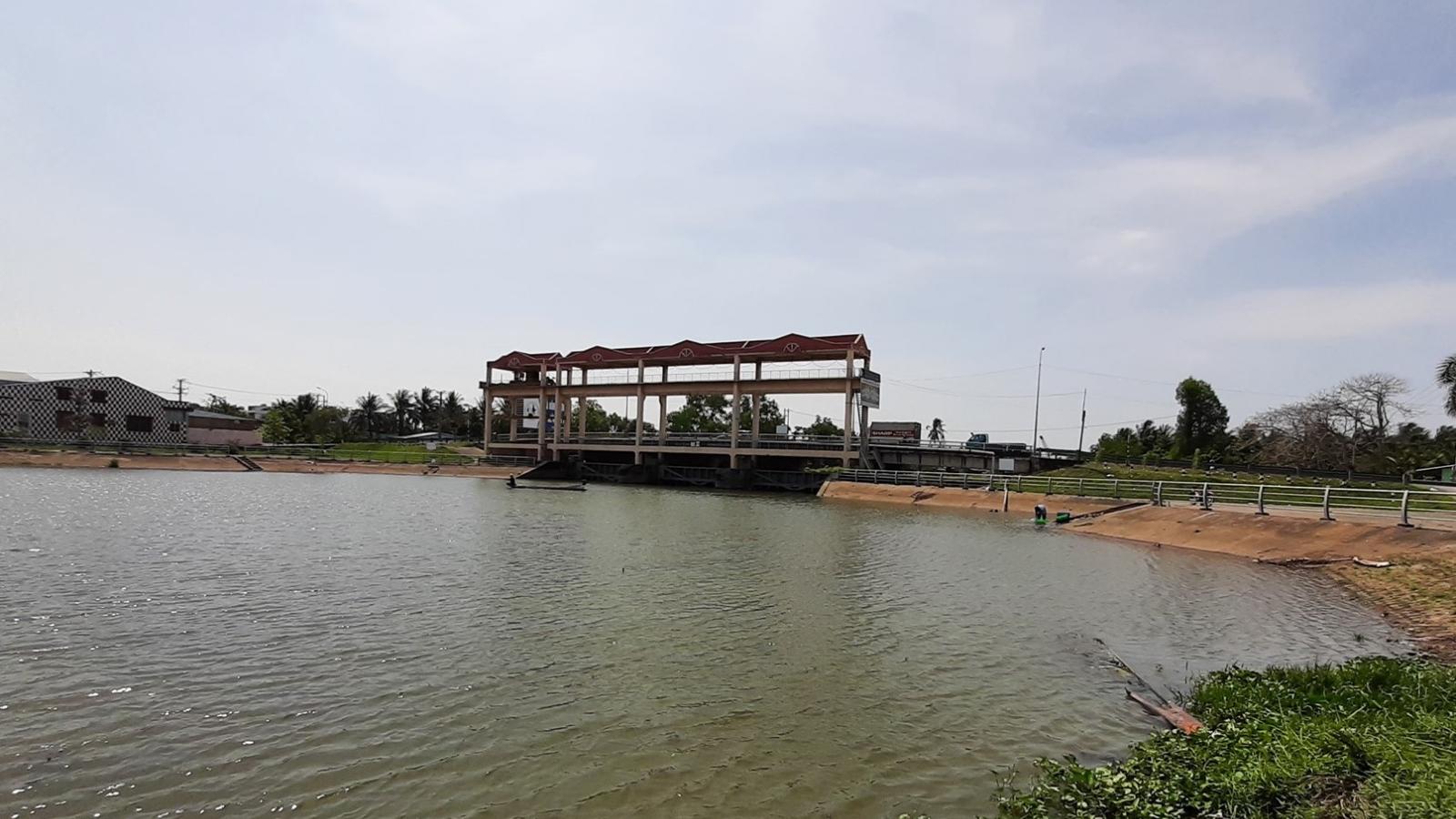 Sẽ đầu tư gần 880 tỷ đồng xây dựng 6 cống, đập kiên cố ngăn mặn, trữ ngọt ven sông Tiền