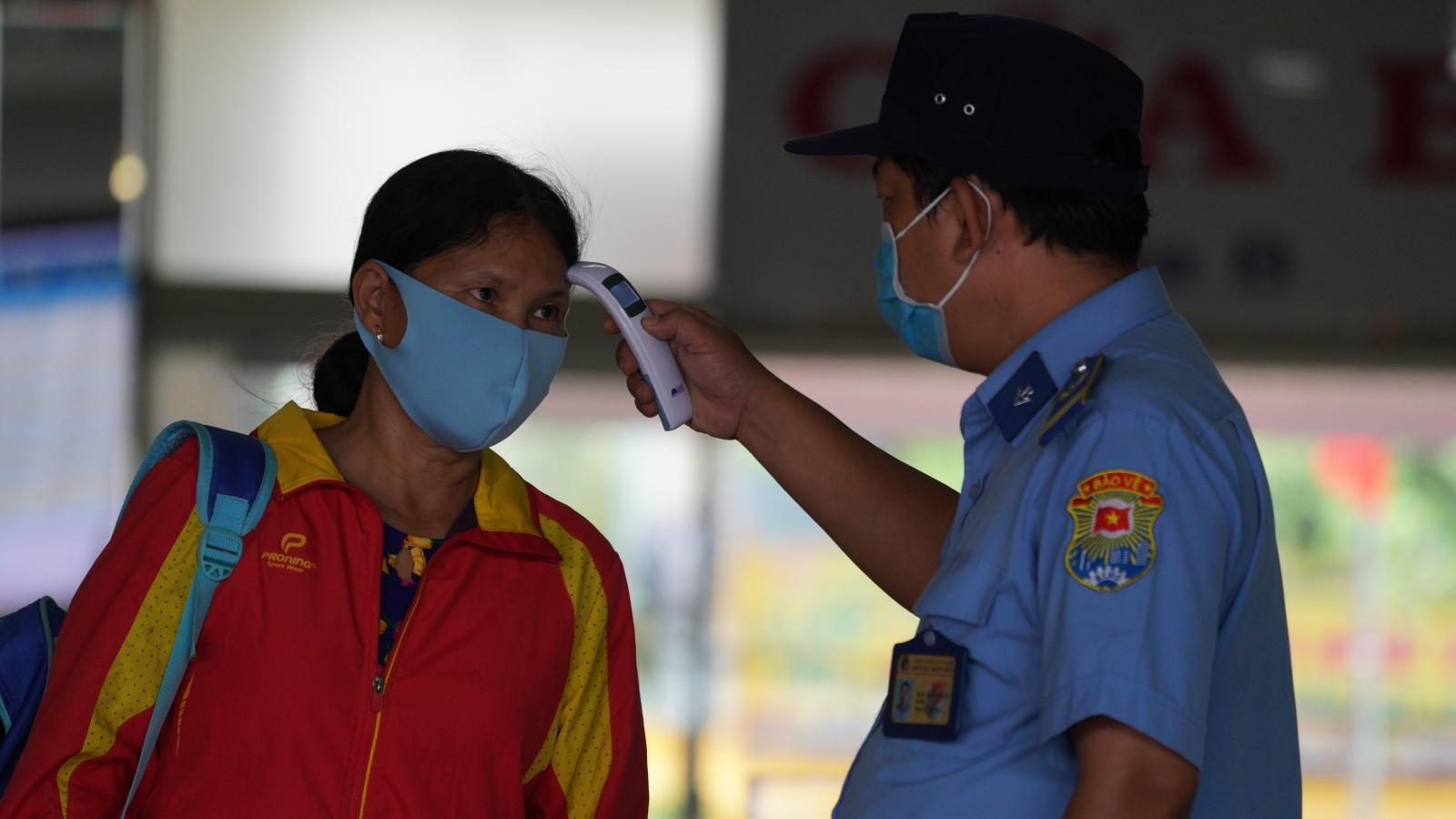 Từ ngày 27/4, TPHCM xử phạt người không đeo khẩu trang nơi đông người