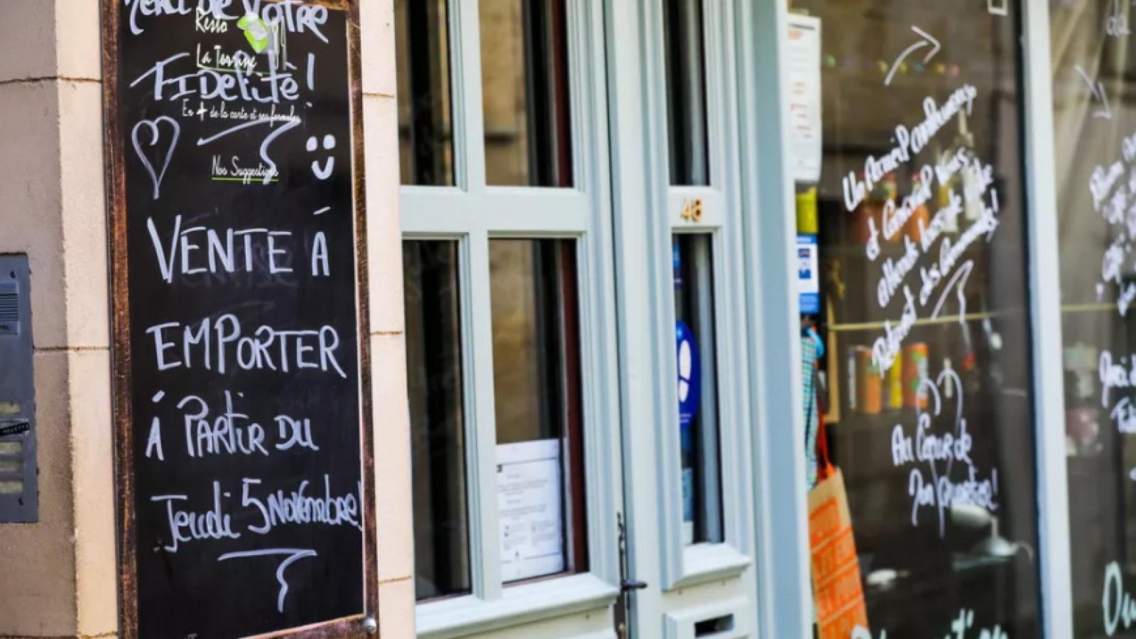 Pháp xử phạt nhiều trường hợp vi phạm quy định phòng chống Covid-19