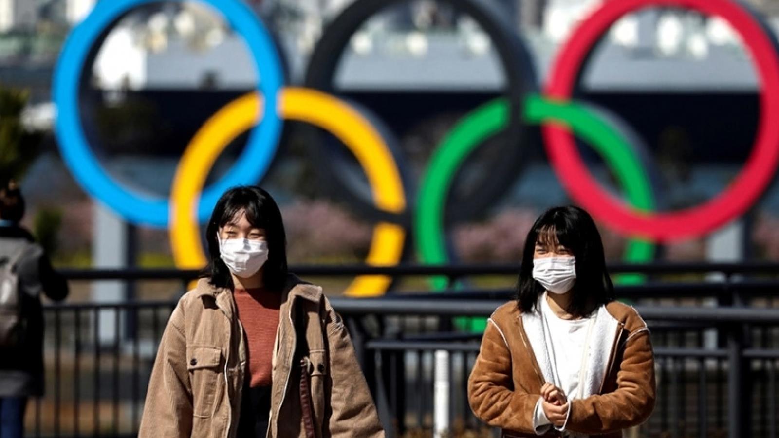 """Làn sóng Covid-19 mới đẩy Nhật Bản vào """"thế khó"""" trước thềm Olympic"""