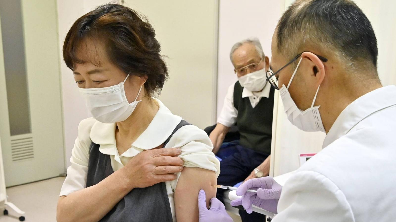 Nhật Bản bắt đầu chiến dịch tiêm vaccine Covid-19 cho người cao tuổi