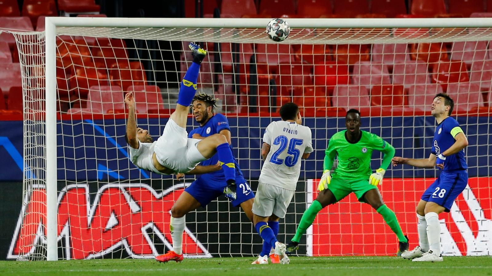 """Thế giới bóng đá """"phát cuồng"""" vì siêu phẩm của cầu thủ Iran vào lưới Chelsea"""