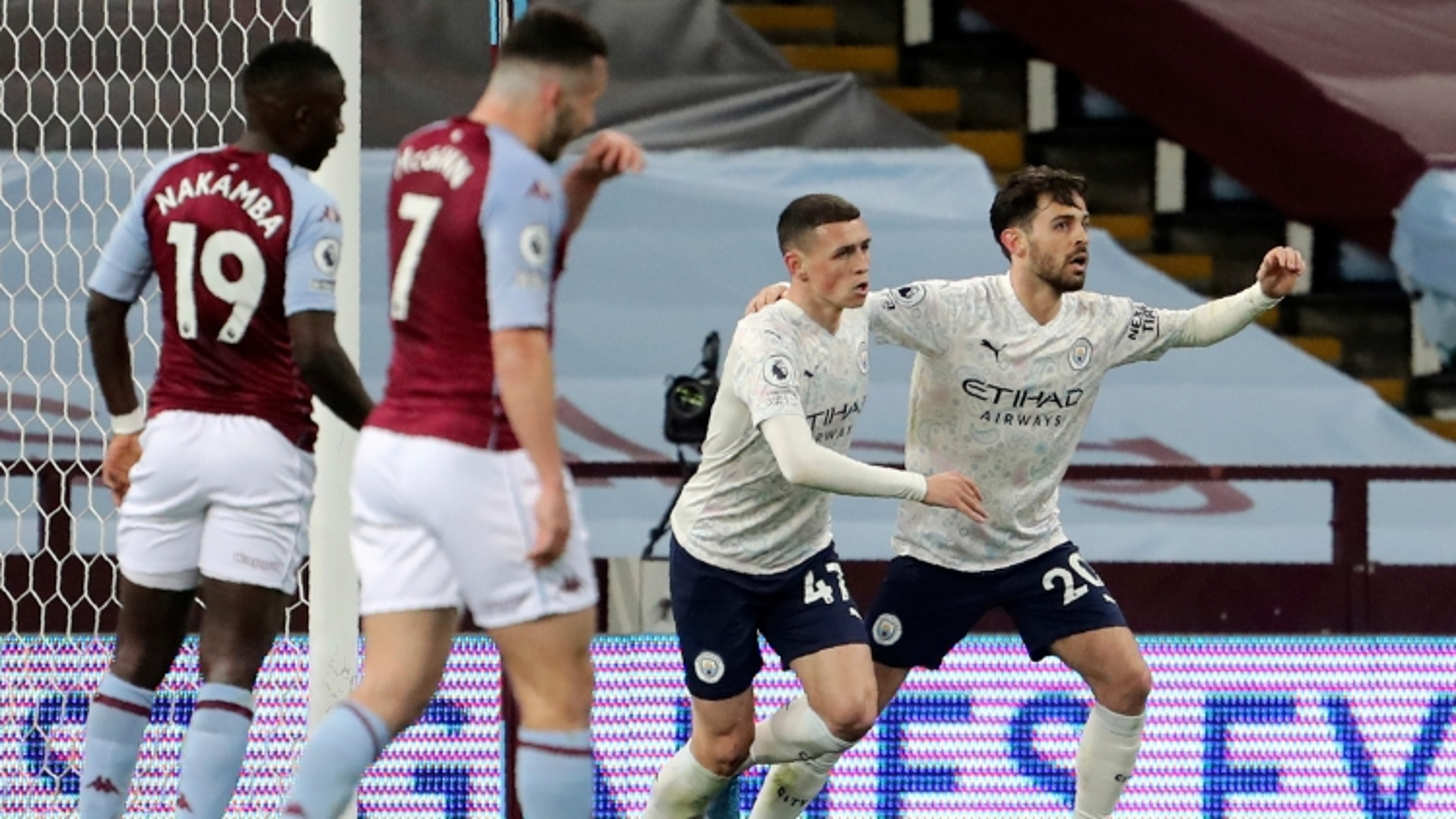 """Thắng """"không tưởng"""" Aston Villa, Man City tiến sát chức vô địch Ngoại hạng Anh"""