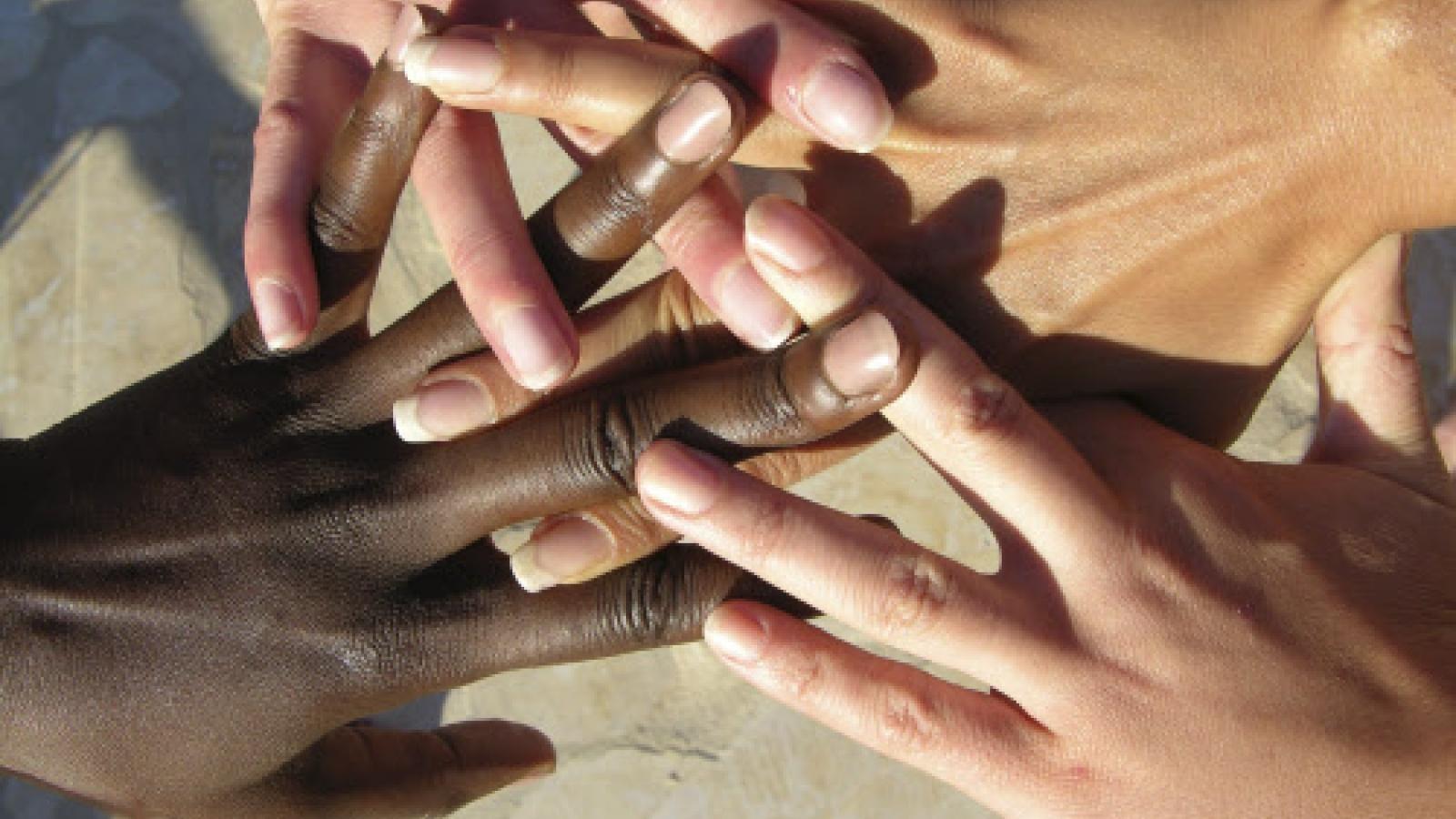Có nên né tránh các chủ đề về phân biệt chủng tộc với các con?