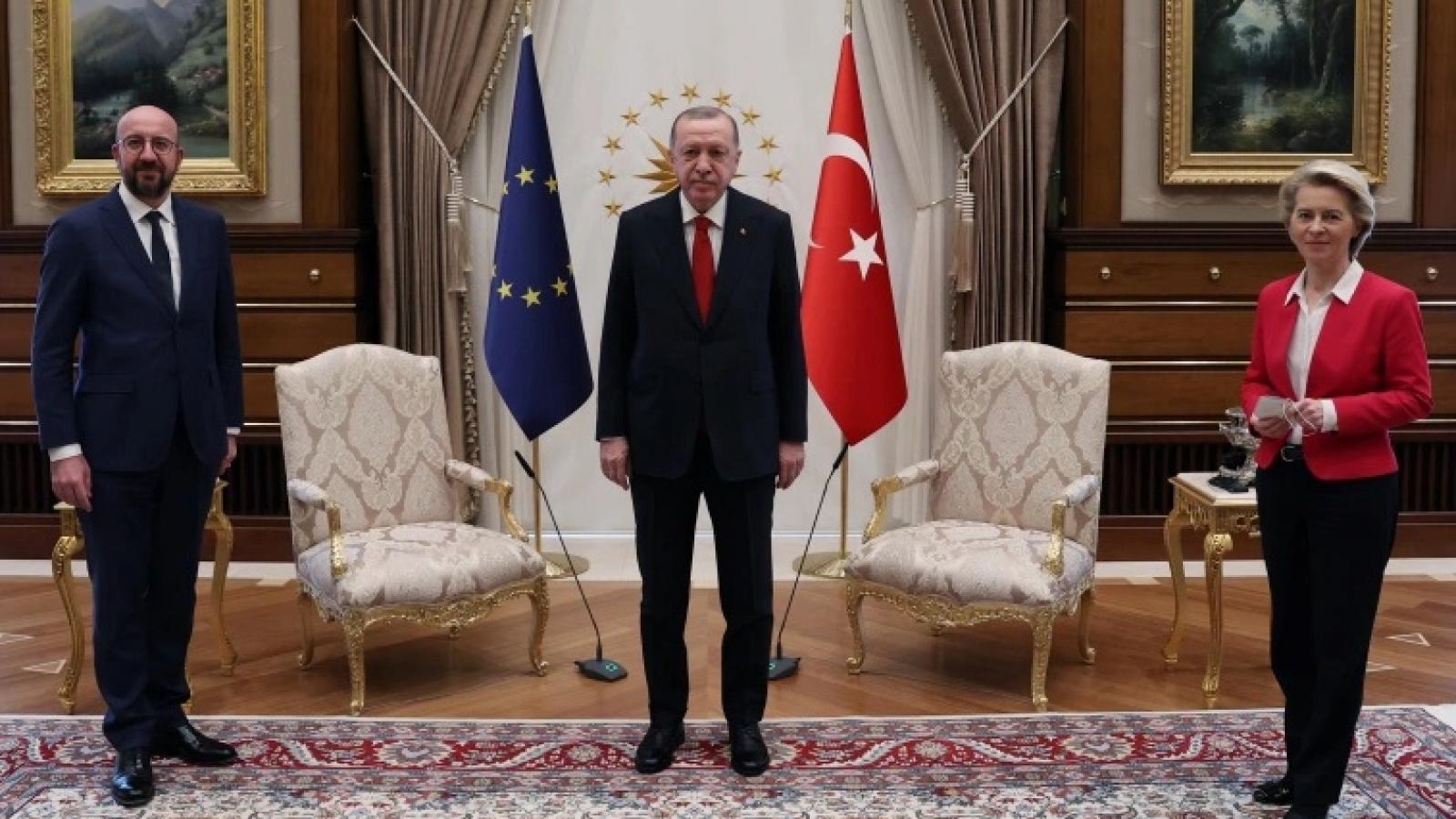 Chủ tịch Ủy ban châu Âu tổn thương vì bị phân biệt đối xử giới tính ở Thổ Nhĩ Kỳ