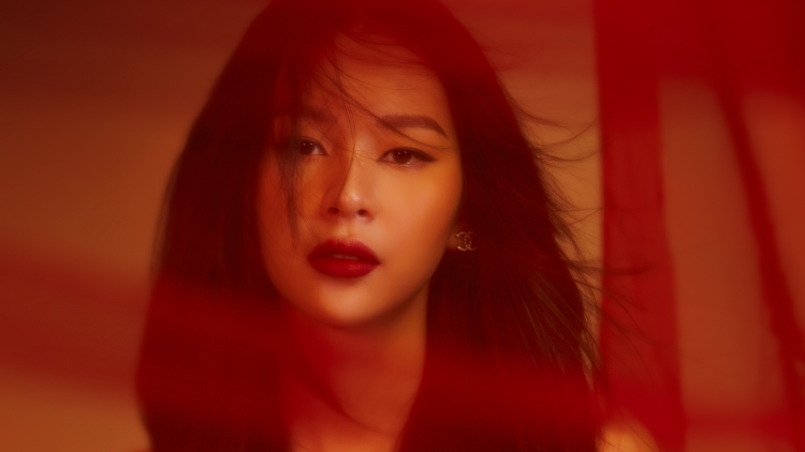 """Phí Phương Anh hắc hóa trong teaser MV """"Răng khôn"""""""