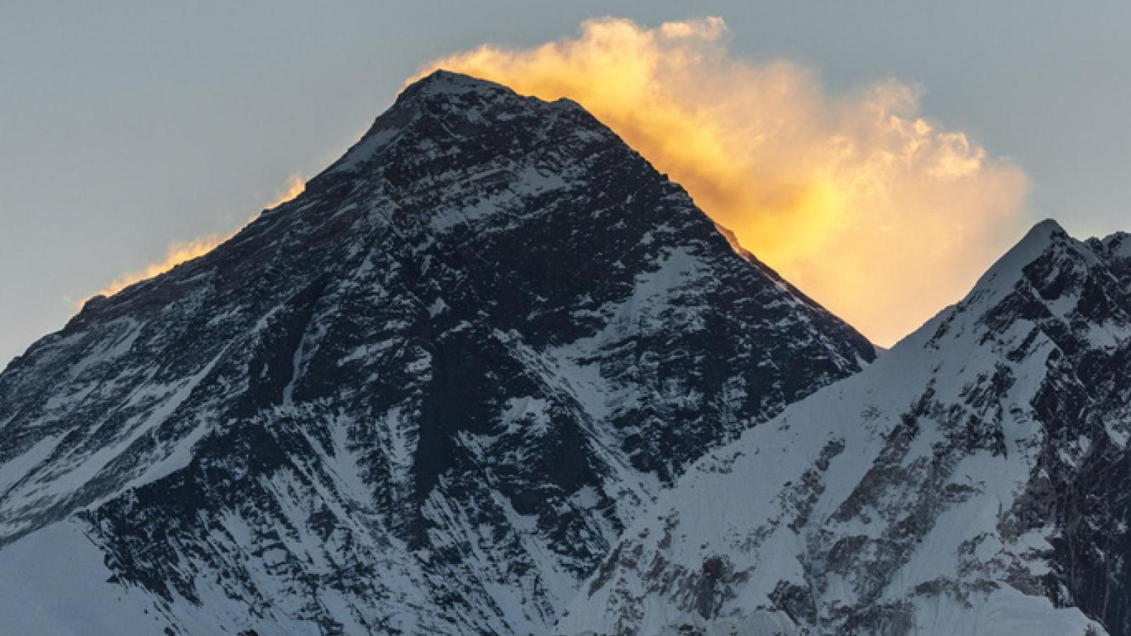Quân đội Nepal bắt đầu chiến dịch làm sạch 6 đỉnh núi