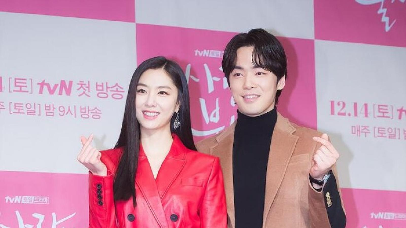 """Sau Hyun Bin - Son Ye Jin, thêm một cặp đôi """"Hạ cánh nơi anh"""" đang hẹn hò?"""