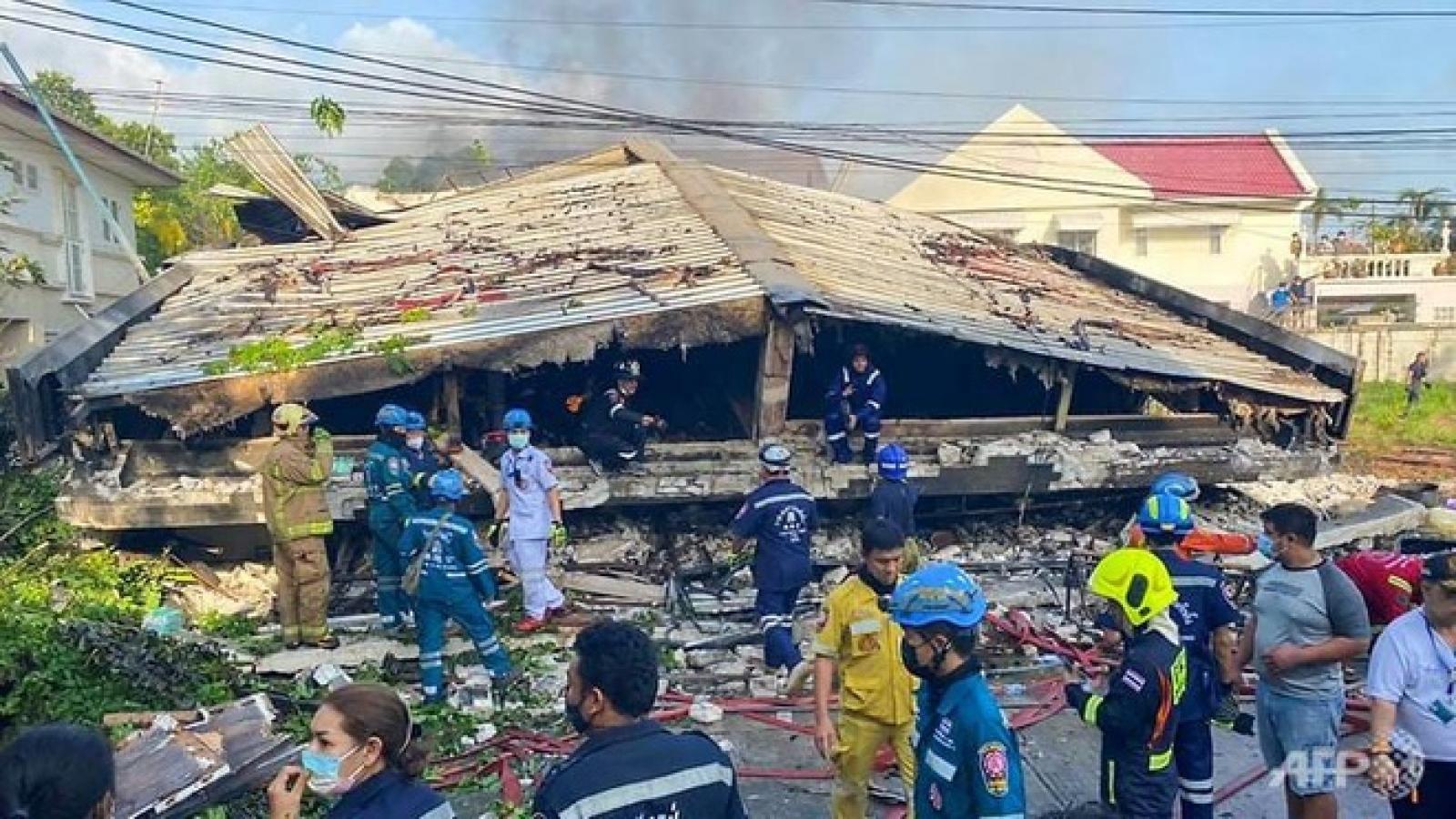 Căn hộ cao cấp ở Bangkok đổ sập làm 4 người chết