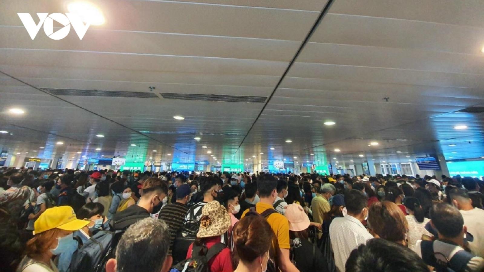 Hạn chế người đón, tiễn tại sân bay Nội Bài, Tân Sơn Nhất để tránh ùn tắc