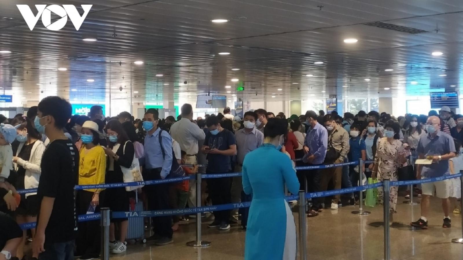 Họp khẩn bàn giải pháp xử lýùn tắc tại sân bay Tân Sơn Nhất