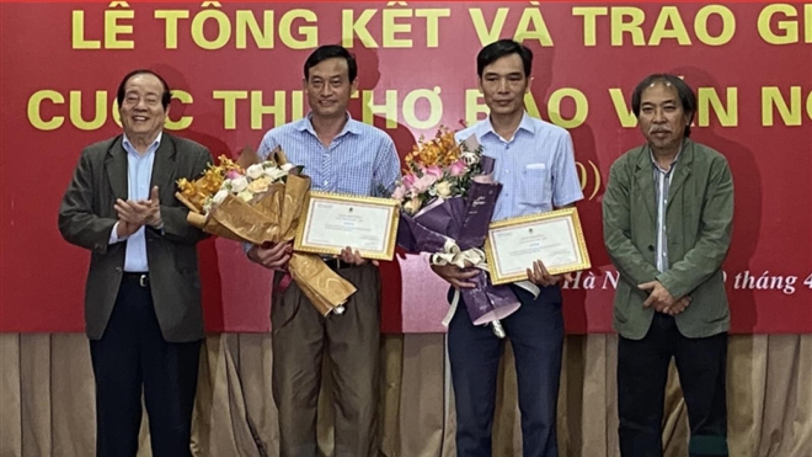 Thơ đoạt giải Báo Văn nghệ: Dư luận chê dở, Ban Giám khảo khen độc đáo nhất cuộc thi