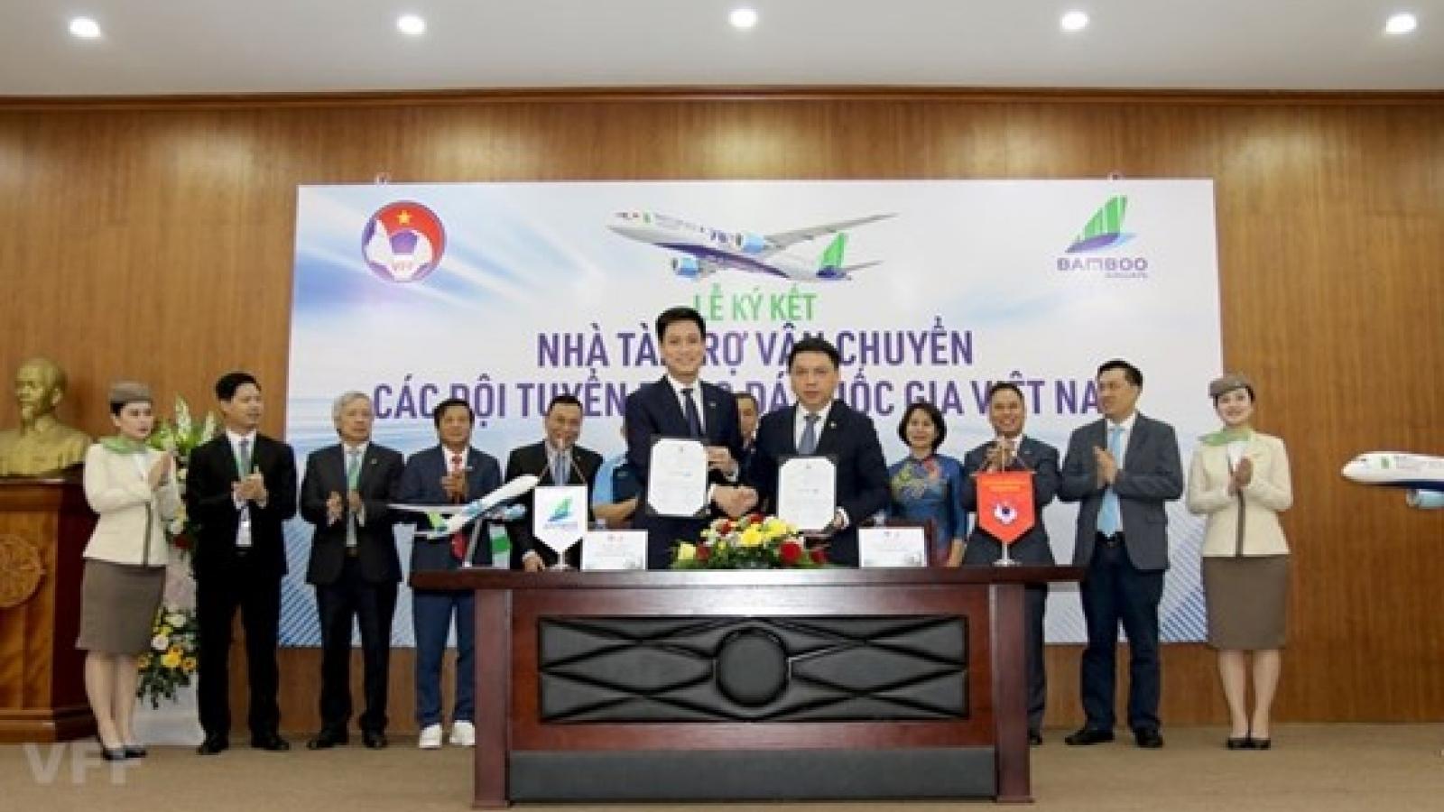 Bamboo Airways sponsors national football, futsal teams
