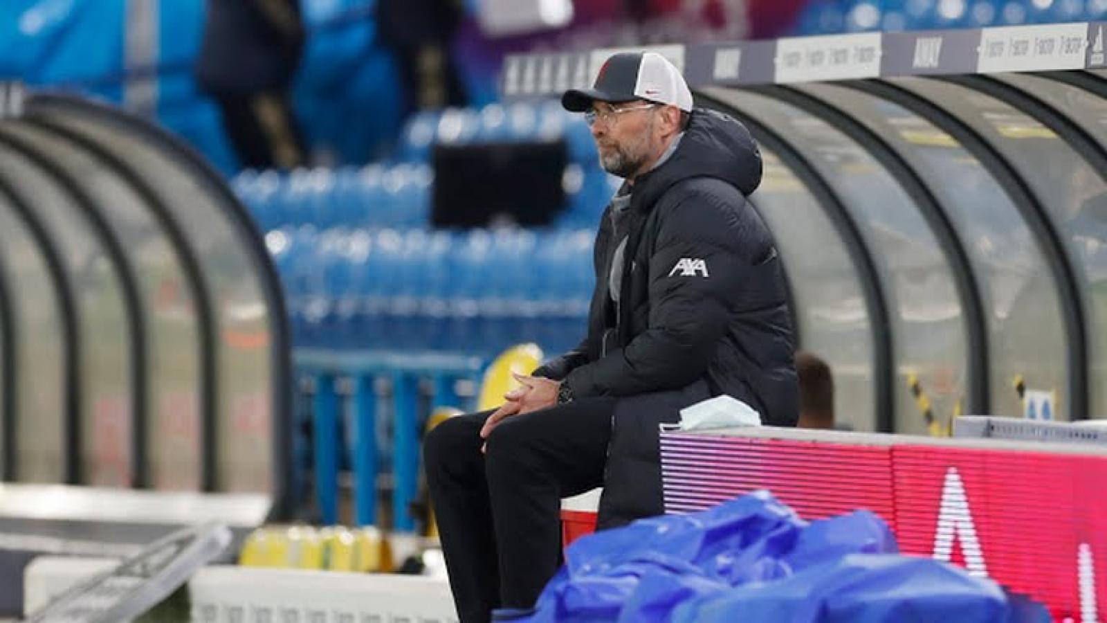 Liverpool đánh rơi chiến thắng trước Leeds Utd, hụt bước vào tốp 4