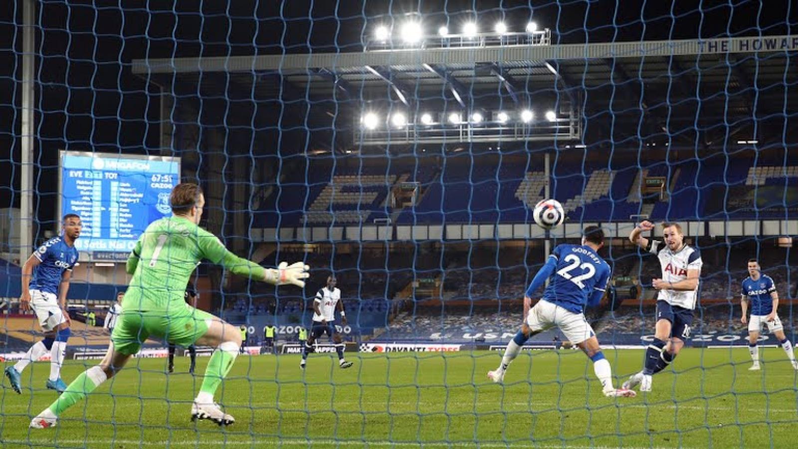 Harry Kane lập cú đúp, Tottenhamm thoát thua trước Everton