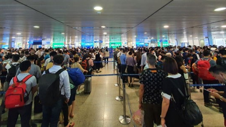 HCM City airport opens more check-in counters, security scanners