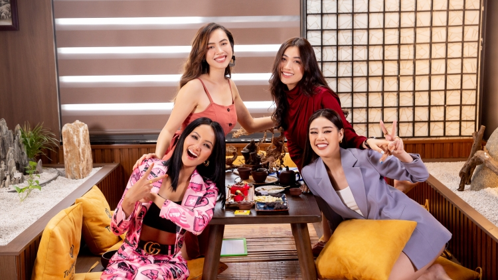 Hoa hậu H'Hen Niê, Khánh Vân, Hoàng My, Lệ Hằng tâm sự chuyện chị em