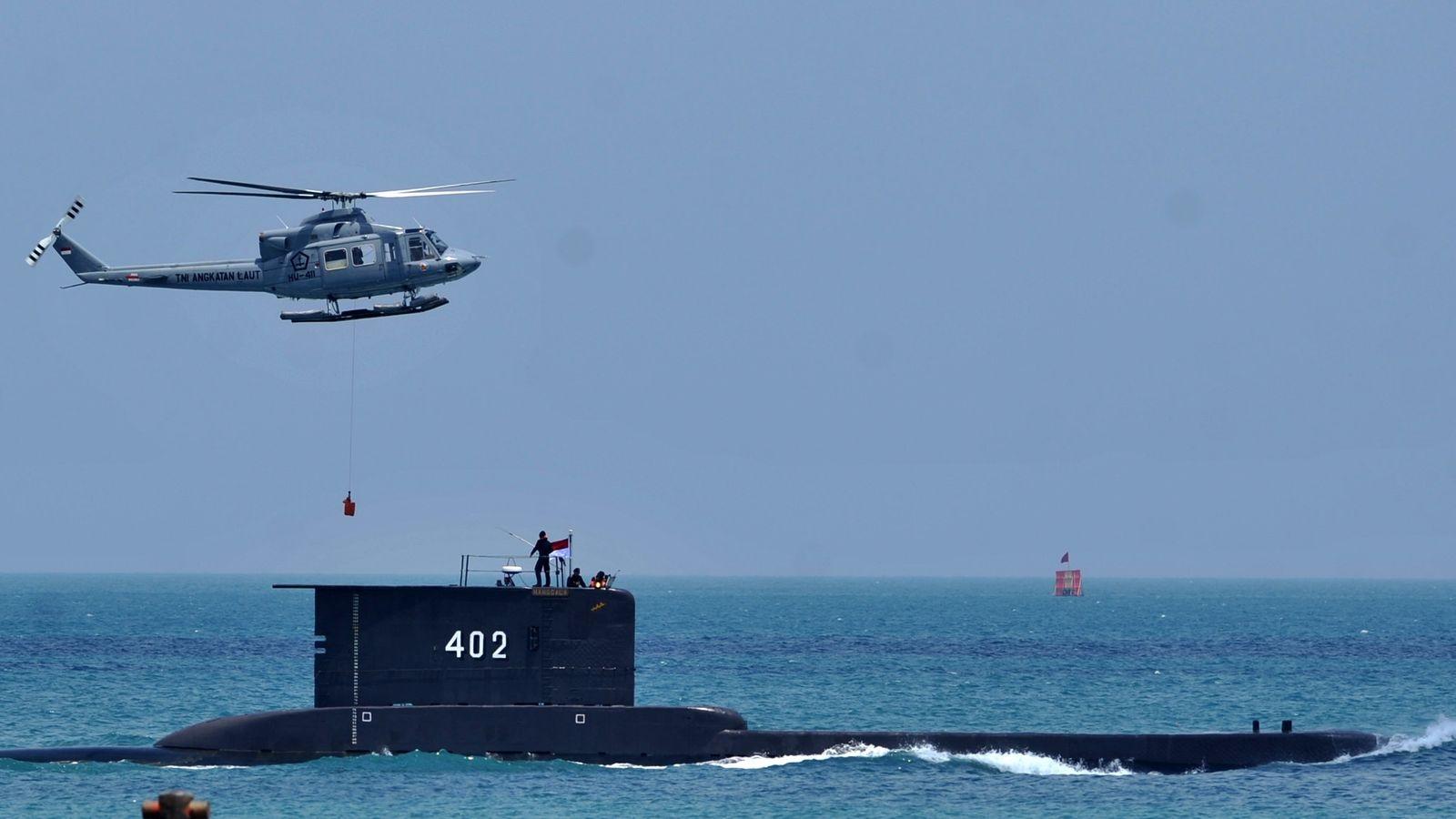 Indonesia tìm thấy mảnh vỡ và các vật dụng củatàu ngầm KRI Nanggala 402