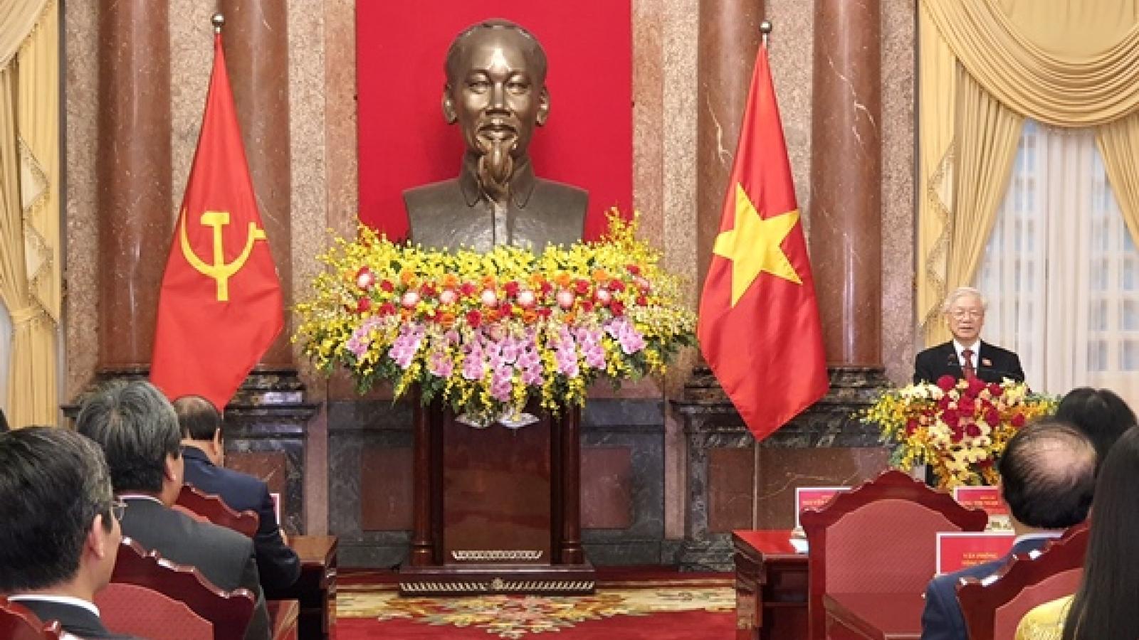 Bàn giao công tác giữa Tổng Bí thư Nguyễn Phú Trọng và Chủ tịch nước Nguyễn Xuân Phúc