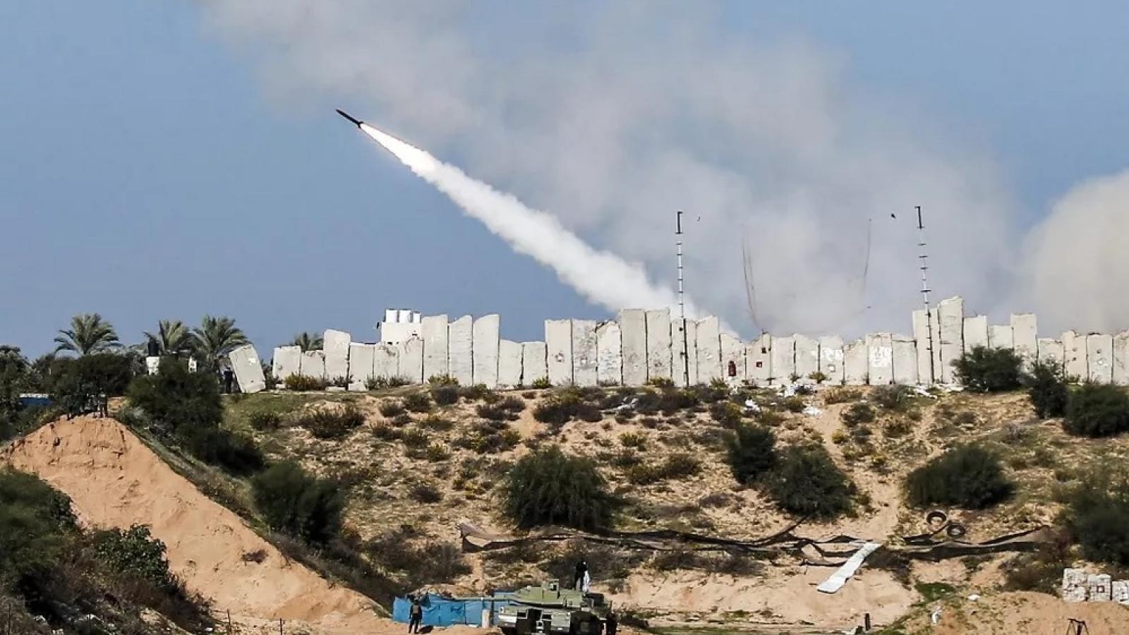 Ít nhất 40 quả tên lửa bắn về lãnh thổ Israel từ Gaza