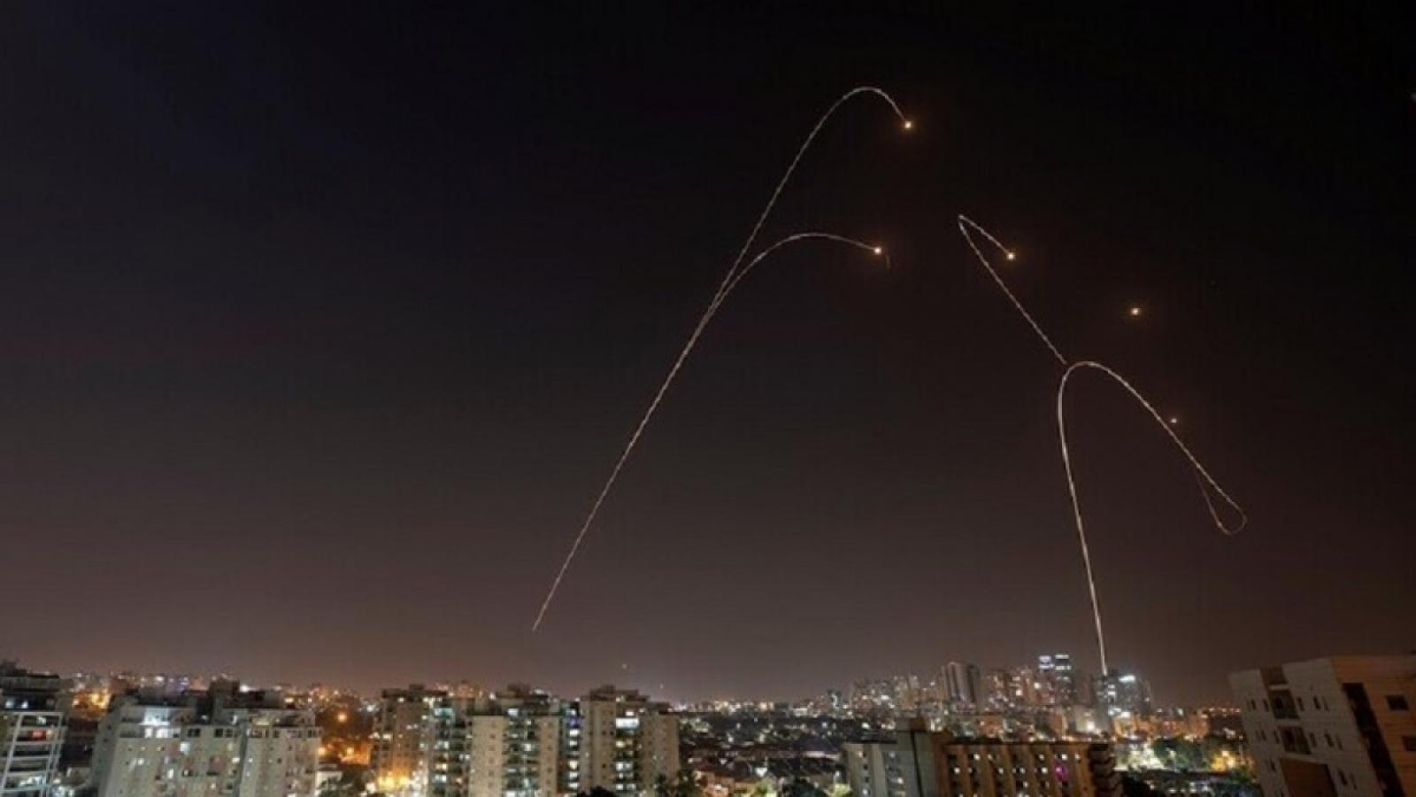 Căng thẳng Israel-Palestines: Gaza tấn công rocket, biểu tình bạo lực ở Jerusalem