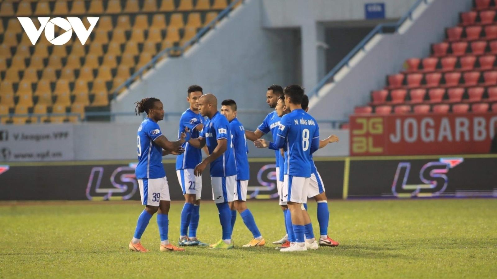 """Than Quảng Ninh được thưởng nóng sau khi cầu thủ đồng loạt """"kêu cứu"""""""
