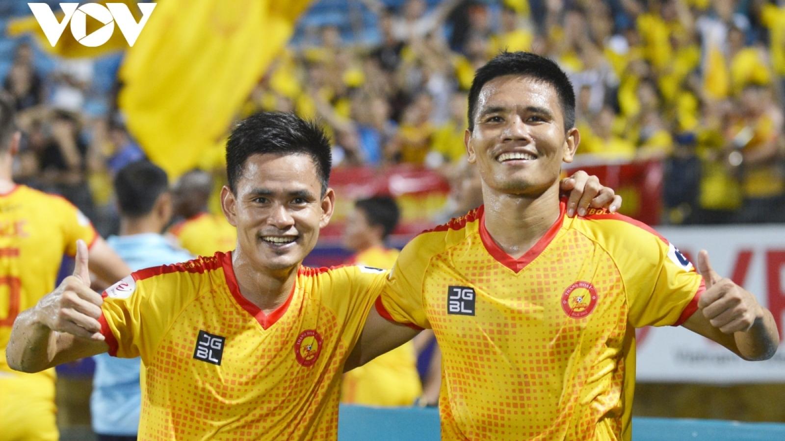V-League 2021: Than Quảng Ninh, Thanh Hóa giành chiến thắng kịch tính