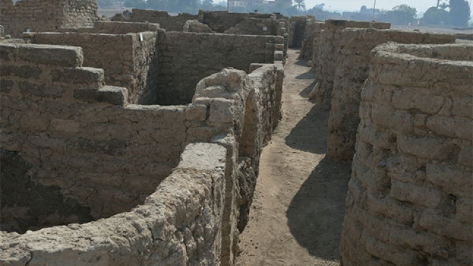 """Ai Cập phát hiện thành phố cổ đại """"lớn nhất"""" của các pharaoh cách đây 3000 năm"""