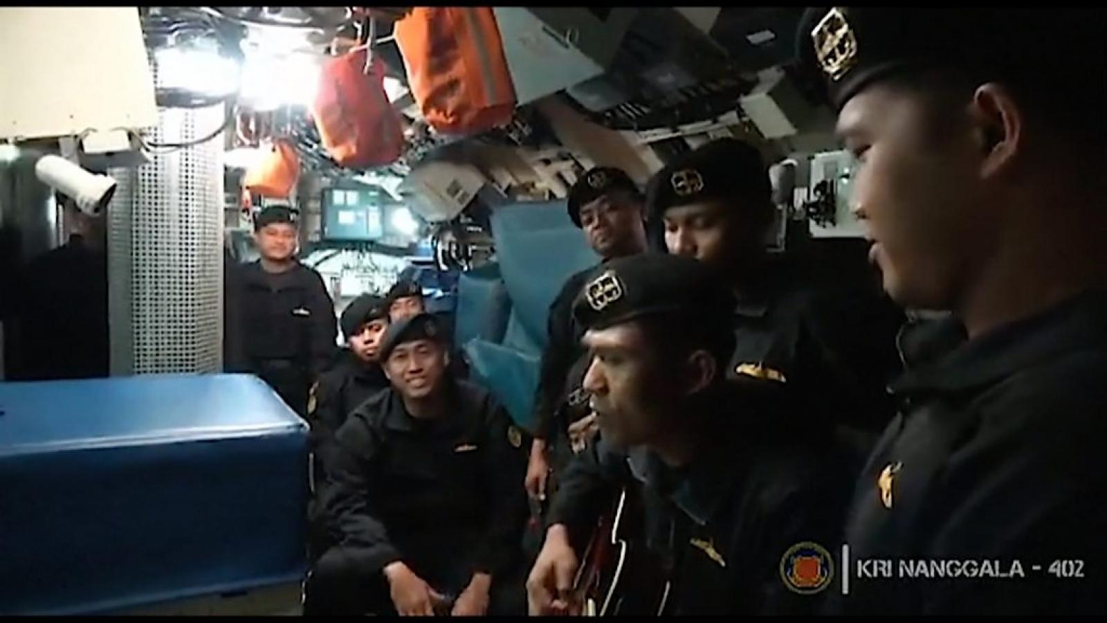 """Video: Thủy thủ tàu ngầm Indonesia hát """"Tạm biệt"""" trước khi gặp nạn"""