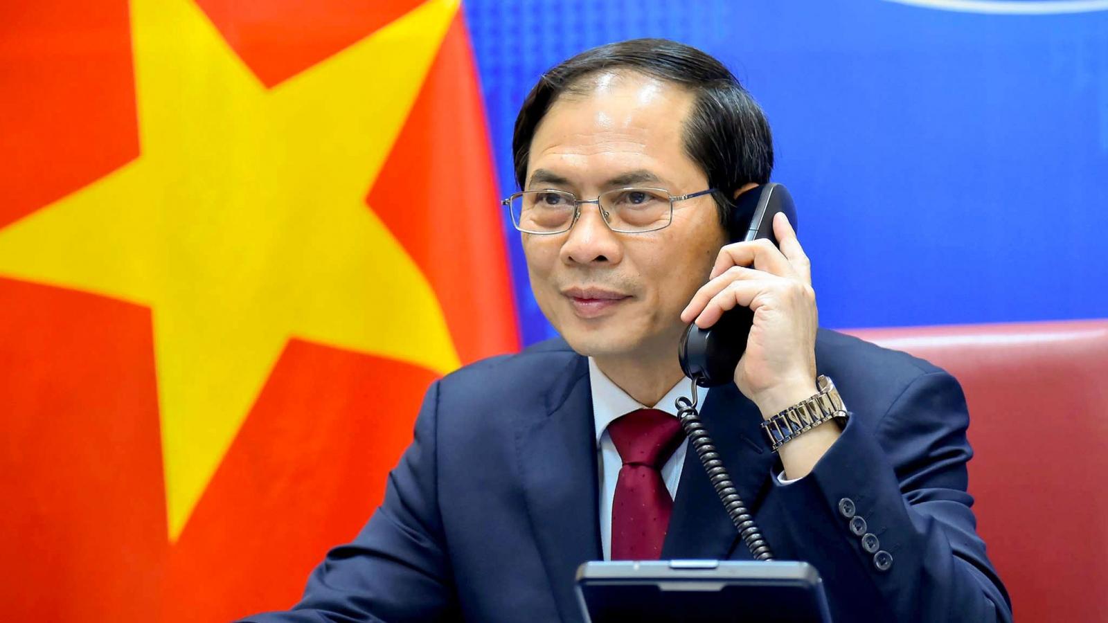 Bộ trưởng Bùi Thanh Sơn điện đàm với Ngoại trưởng Trung Quốc Vương Nghị
