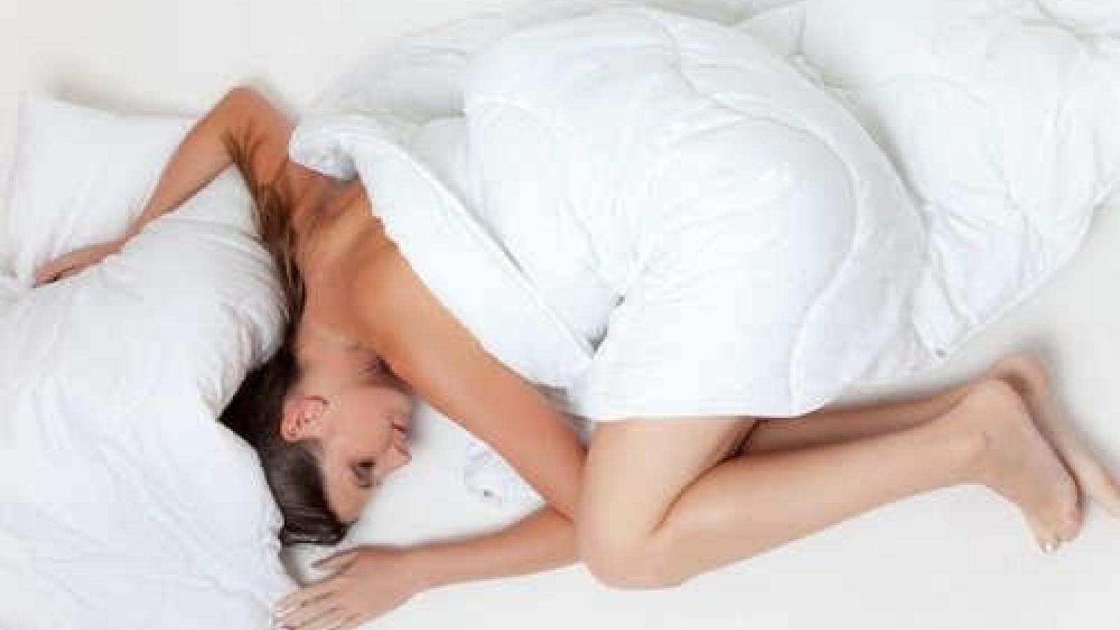 Tư thế ngủ ảnh hưởng thế nào đến làn da của bạn?