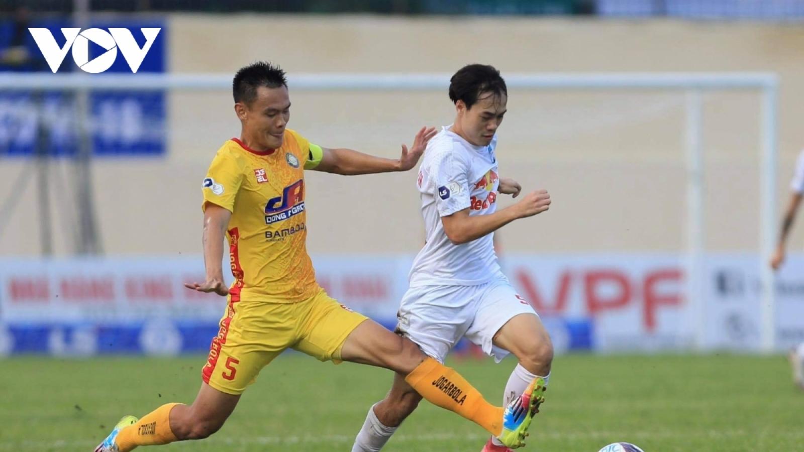 Các trận đấu vòng 12 V-League 2021 thi đấu không khán giả