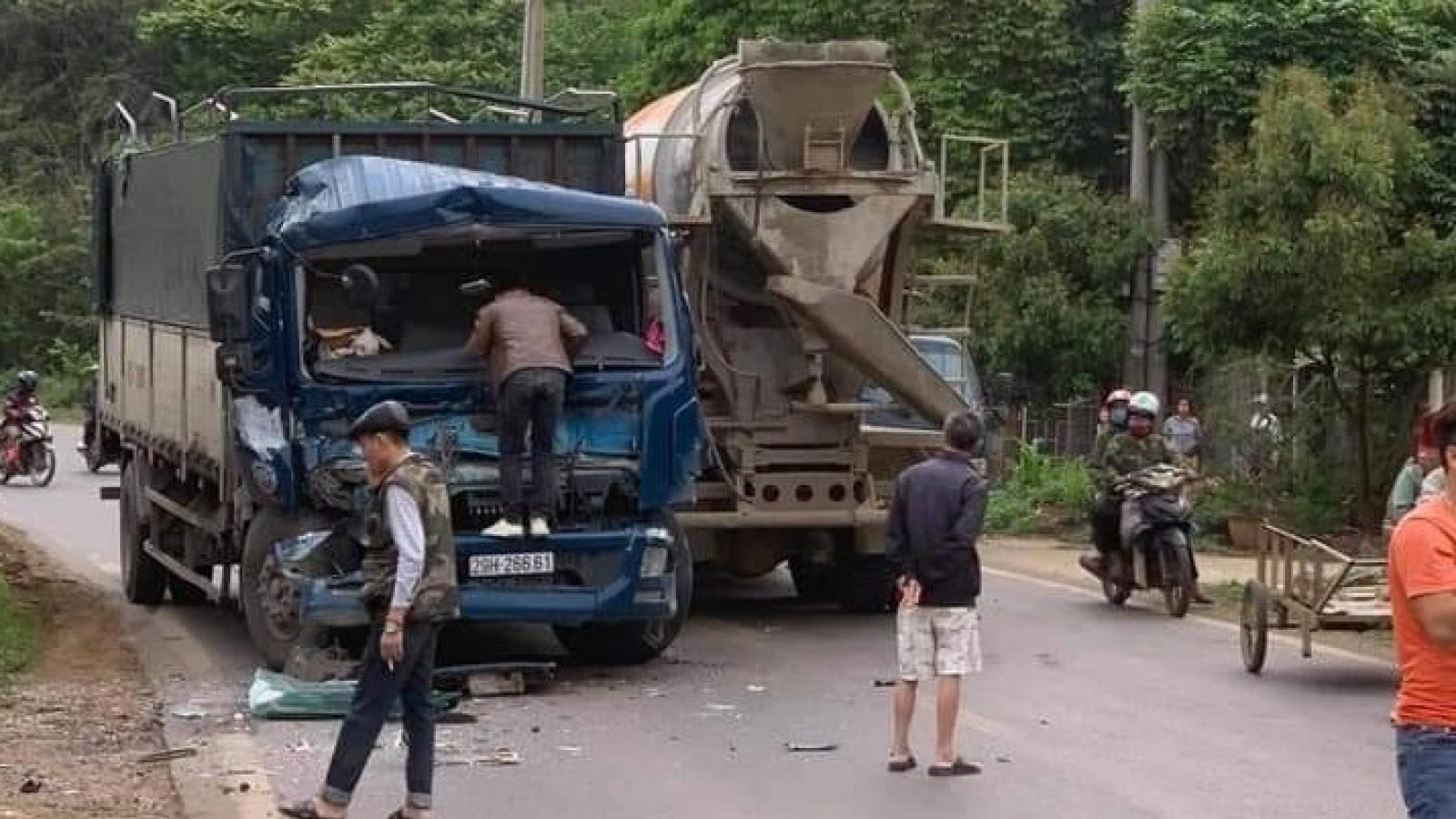 Thoát chết khó tin sau vụ tai nạn liên hoàn trên Quốc lộ 6