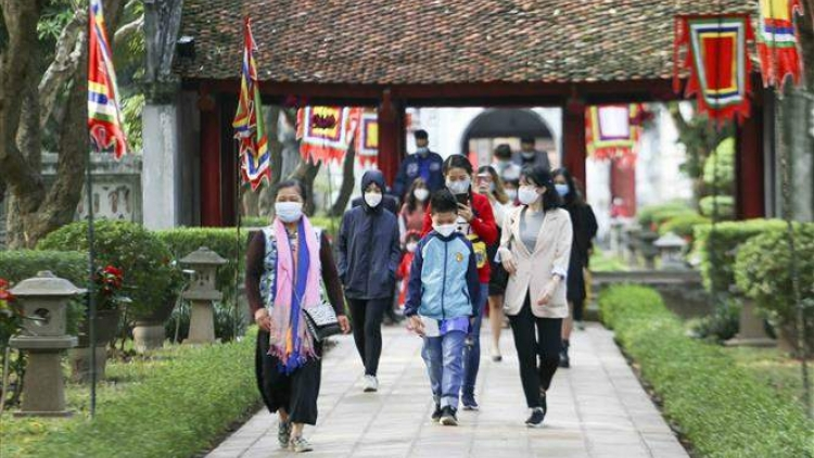Tourist resorts tighten COVID-19 measures ahead of long public holiday