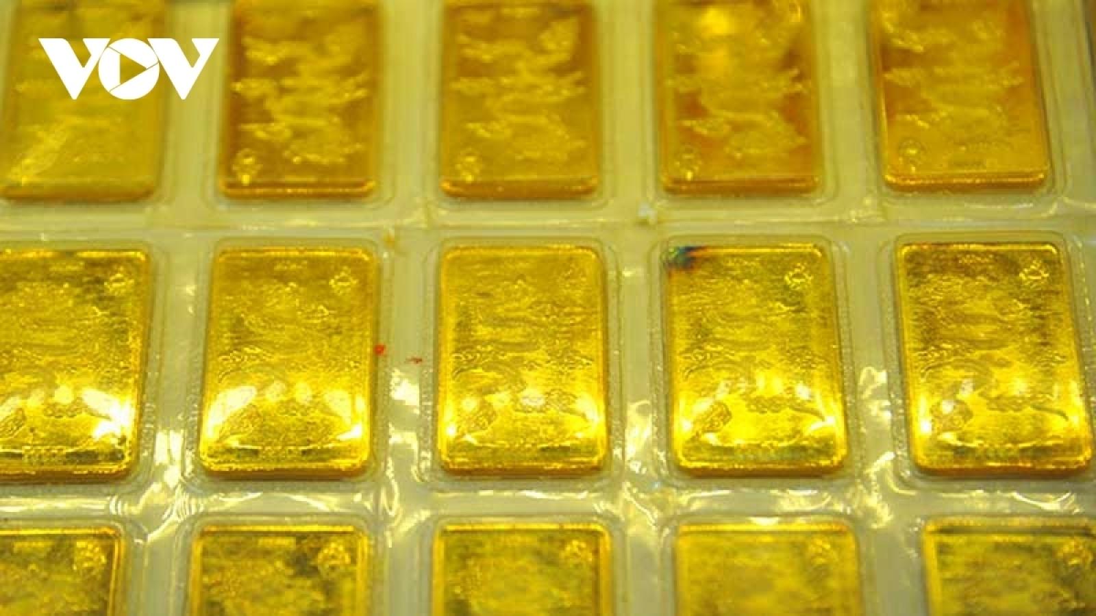 Giá vàng trong nước và thế giới tăng giảm khó đoán