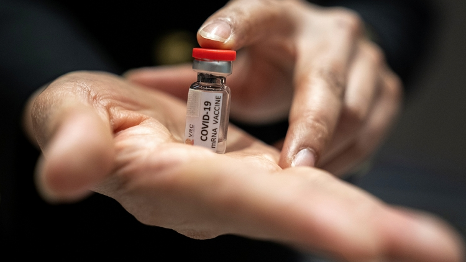 Hộ chiếu vaccine Covid-19: Phao cứu sinh hay nguồn cơn câu chuyện bất bình đẳng?
