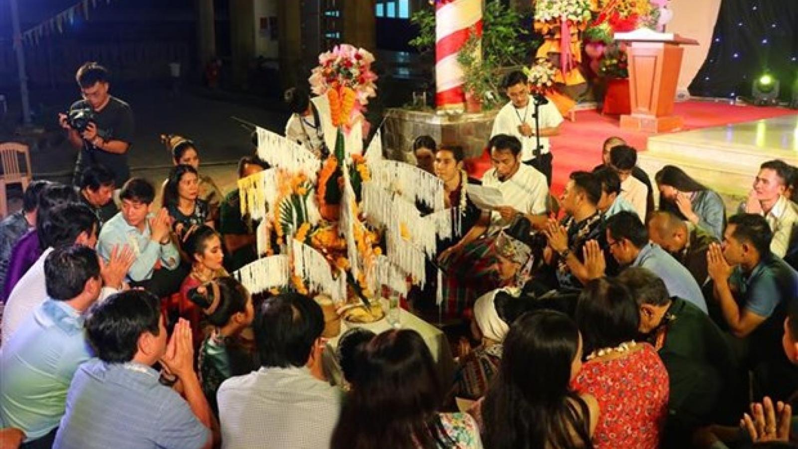 Lao students celebrate Bunpimay Festival in Vietnam