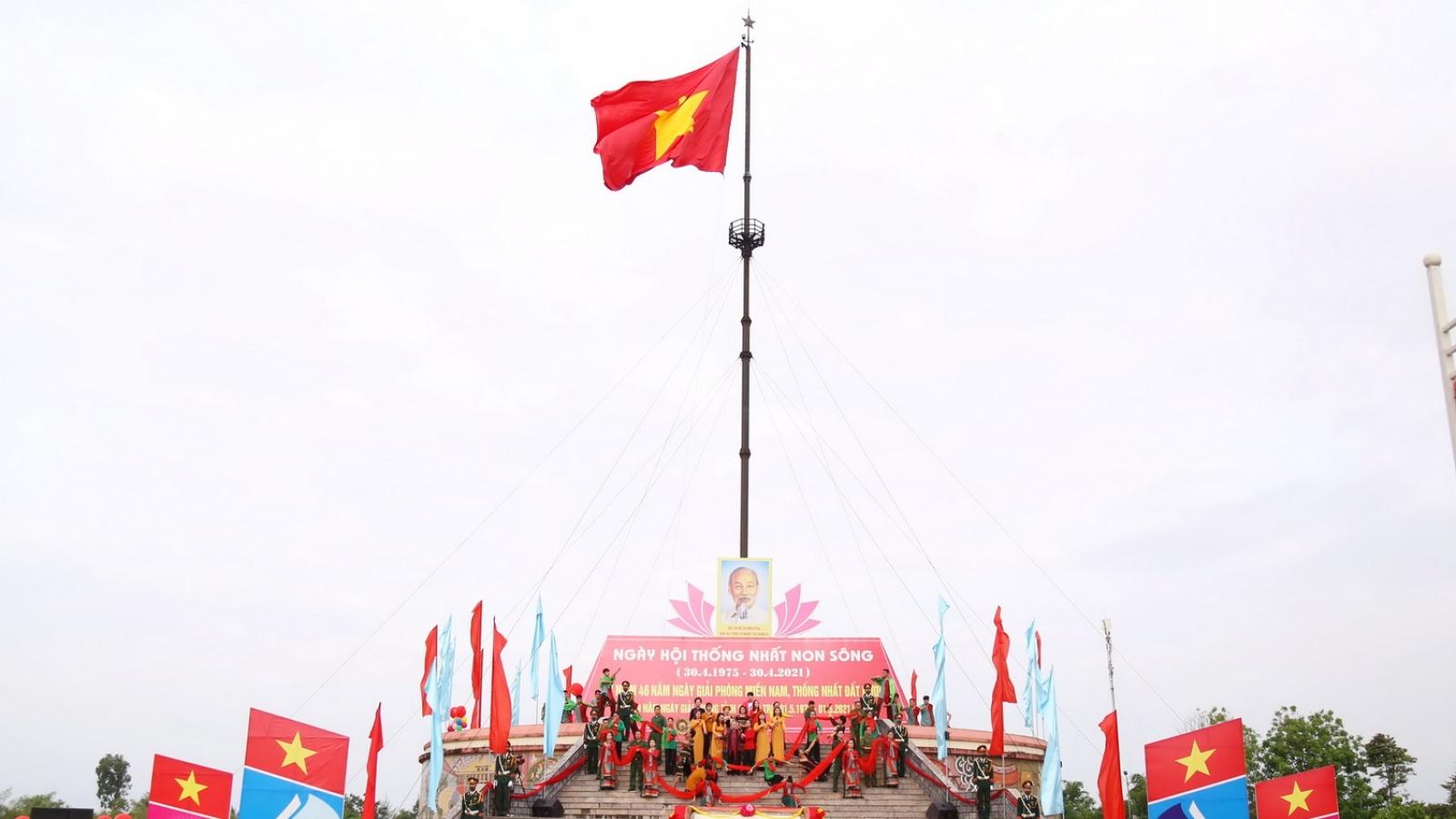 Lễ thượng cờ thống nhất non sông được tổ chức ngắn gọn,thiêng liêng
