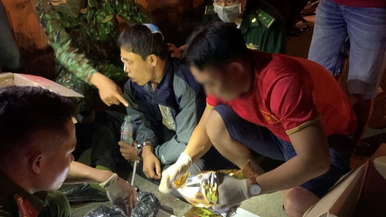 Bắt giữ đối tượng vận chuyển 11kg ma túy tổng hợp tại Quảng Trị