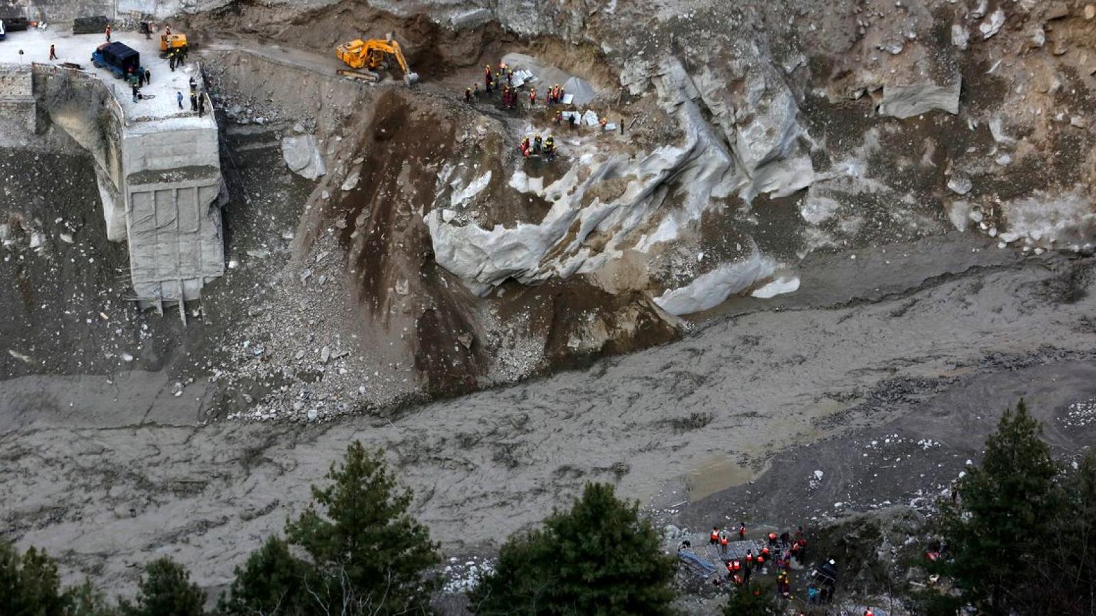 Lở tuyết ở Ấn Độ làm ít nhất 8 người thiệt mạng, 384 người được cứu